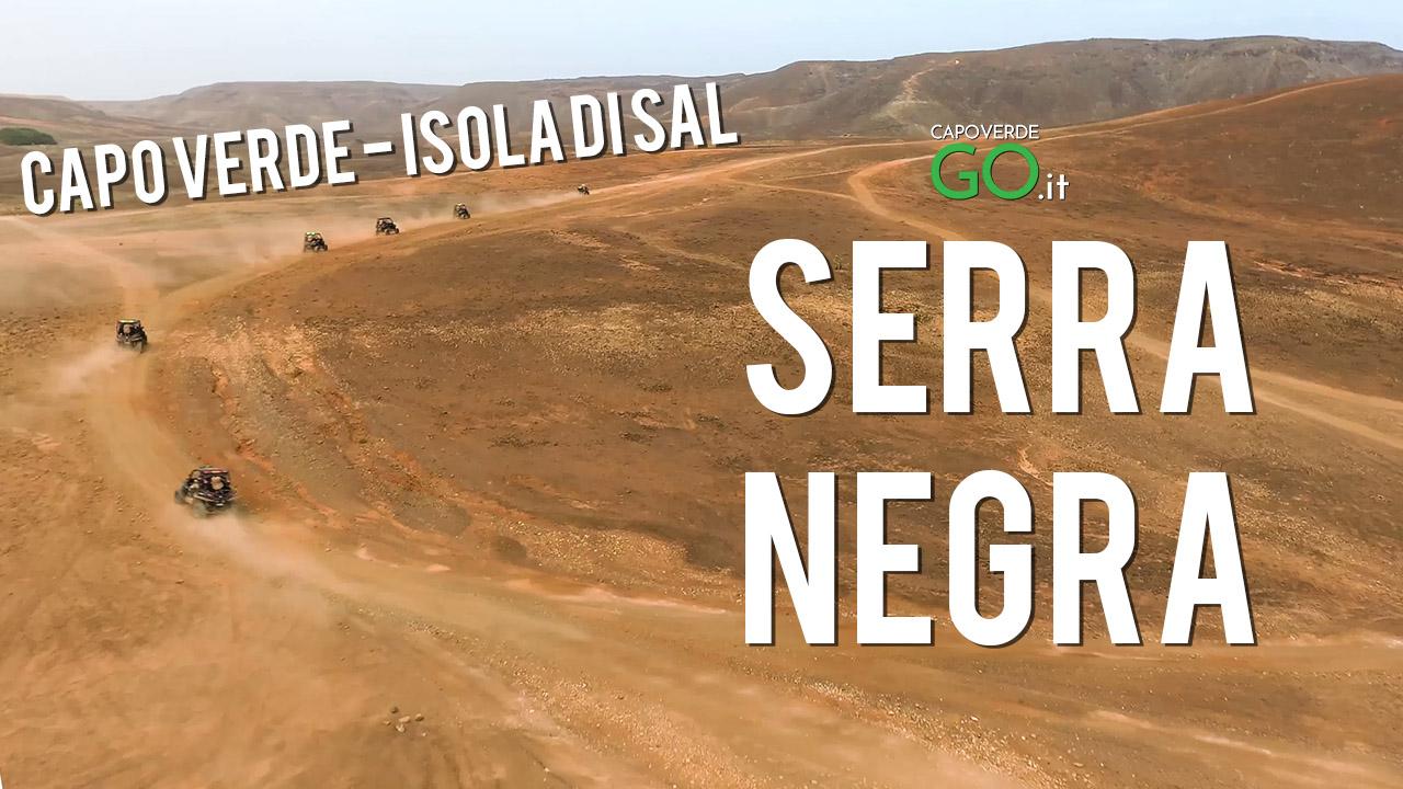 montagna Serra Negra sull'isola di Sal a Capo Verde - camminata su Marte